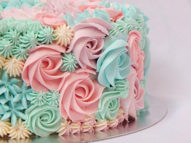 bolo decorado com chantininho