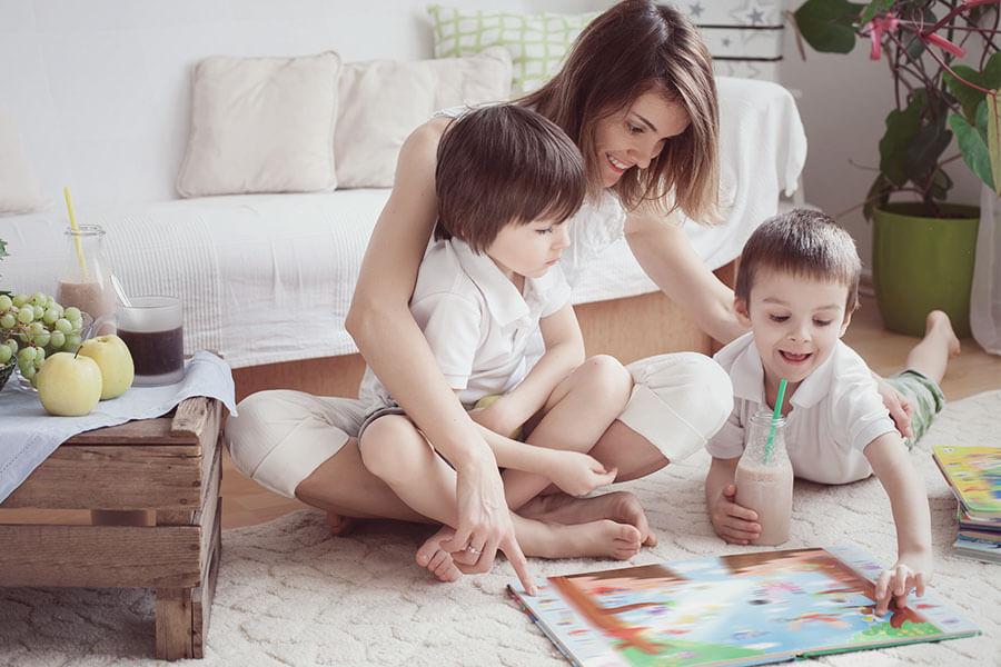 mulher com filhos